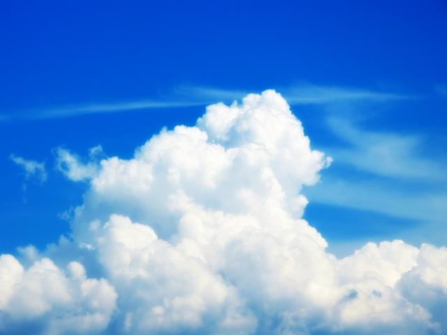 湿度の高い夏雲イメージ