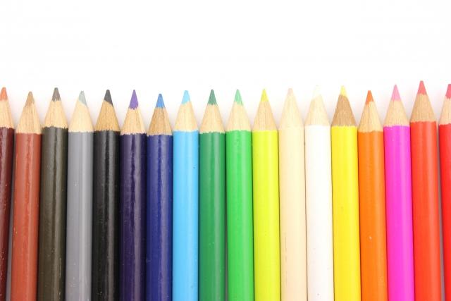 色鉛筆を選ぶイメージ