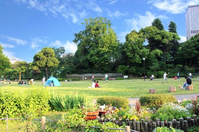 都会の公園イメージ