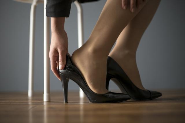かかとの靴擦れイメージ
